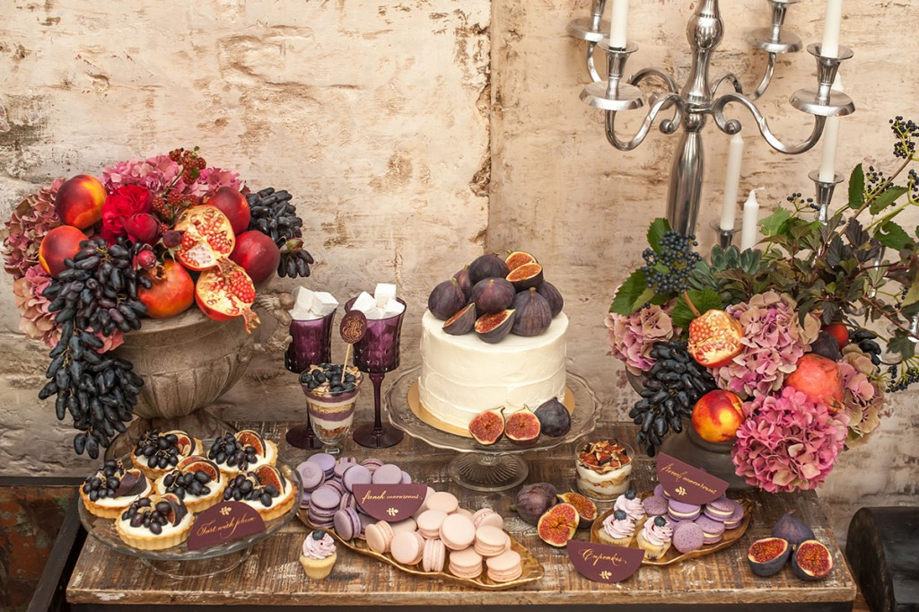 macaron table display for a fall wedding