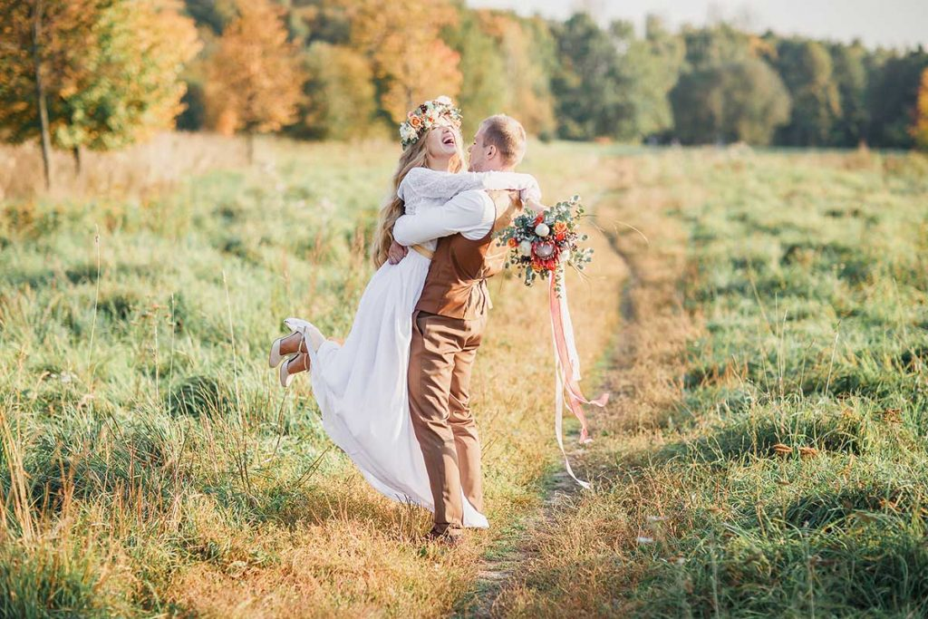 2020 fall wedding as bride and groom with scenic fall outdoor background