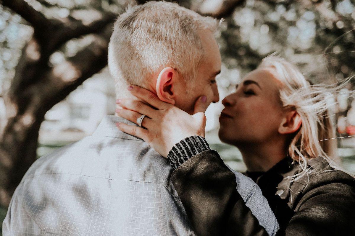 couple-engagement-charleston